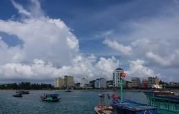 Hàng nghìn du khách mắc kẹt tại đảo Cô Tô
