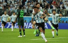 Vì sao trọng tài không thổi penalty dù người hùng ĐT Argentina để bóng chạm tay rõ ràng?