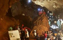 Truyền thông Thái Lan bị cáo buộc cản trở việc cứu hộ đội bóng mắc kẹt trong hang động