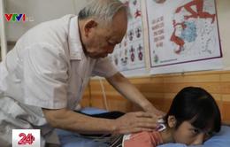Bác sĩ hơn 80 tuổi, 25 năm thầm lặng khám bệnh miễn phí cho người nghèo