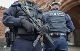 Cảnh sát Đức xử lý đối tượng gây rối tại nhà thờ lớn