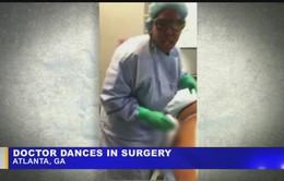 Bác sĩ vị kiện vì nhảy múa trong lúc phẫu thuật