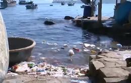Khánh Hòa: Rác thải nhựa tràn lan lấn biển