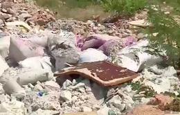 Rác thải nhựa tràn lan ở biển Nha Trang