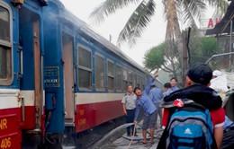 Đường sắt thông tin về sự cố chập điện làm một toa của tàu NH1 bốc cháy