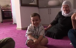 Kỳ lạ em bé 3 tuổi chưa hề học ngoại ngữ lại nói tiếng Anh như người bản địa
