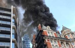 Cháy khách sạn 5 sao ở Anh