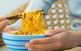 Ăn nhiều mì ăn liền gây hại đến sức khỏe như thế nào?