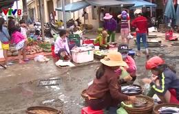 Rác thải bủa vây chợ Điện Ngọc