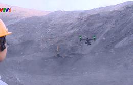 Máy bay không người lái kiểm soát khí độc tại mỏ lộ thiên sâu ở Quảng Ninh