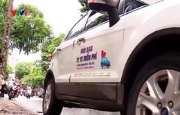 Mời người lạ đi ô tô miễn phí hàng ngày - Chuyện hiếm thời nay