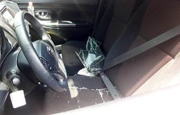 Ngăn chặn tình trạng đập kính xe khách lấy tài sản