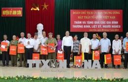 Chủ tịch Ủy ban Trung ương Mặt trận Tổ quốc Việt Nam thăm các thương bệnh binh