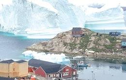 Tảng băng trôi khổng lồ đến gần khiến Đan Mạch phải sơ tán cả ngôi làng