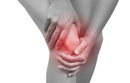 Người mắc bệnh viêm khớp có triệu chứng gì?