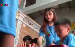 Niềm vui đến trường của trẻ lao động đường phố