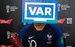"""Ảnh chế chung kết FIFA World Cup™ 2018: VAR mới là """"cầu thủ"""" xuất sắc nhất"""
