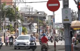 TP.HCM: Xe máy ngang nhiên đi vào đường cấm ngược chiều