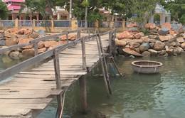 Hiểm nguy từ cây cầu gỗ xuống cấp tại Nha Trang
