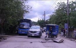 Bình Định: Dân chặn đường do xe tải lưu thông gây bụi bẩn