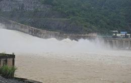 Đóng một cửa xả đáy hồ thủy điện Sơn La và Hòa Bình
