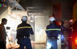 Cháy khu tập thể trong đêm tại Hà Nội