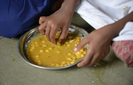 Ấn Độ: Gần 80 tù nhân nhập viện do nghi ngộ độc thức ăn