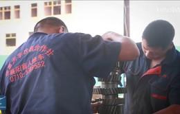 Cặp anh em khiếm thị trở thành thợ sửa chữa máy móc