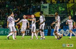 CLB Hà Nội giành 3 điểm kịch tính trong trận cầu mưa bàn thắng