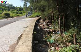 Rác ngập đường lên Sơn Trà