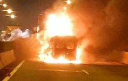 Xe khách bốc cháy trên cao tốc TP.HCM - Long Thành - Dầu Giây: Do tài xế vượt ẩu