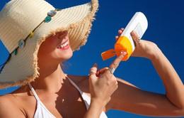 Giảm nguy cơ ung thư da nhờ bôi kem chống nắng thường xuyên