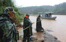 Giải cứu 4 cán bộ thủy văn gặp nạn trên sông Pô Kô, Kon Tum