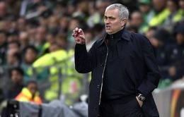 """Mourinho dằn mặt sao trẻ vì dám """"ngỏ lời"""" với Chelsea"""