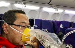 Máy bay rơi tự do 7.600m do phi công hút thuốc lá điện tử trong buồng