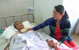 Con trai bị chấn thương sọ não, vợ chồng nghèo khánh kiệt