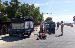 Ninh Thuận: Xe môtô gãy đôi khi đâm vào ôtô, hai người bị thương nặng
