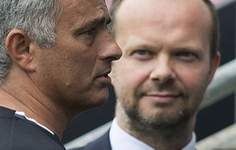 """Tình bạn giữa Mourinho và """"sếp"""" Man Utd trên bờ vực rạn nứt"""