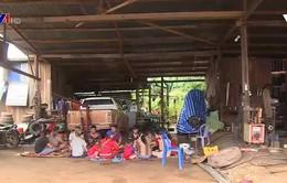 Người Việt tại Lào giúp nhau trong hoạn nạn