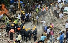 Sập mái nhà ở Ấn Độ khiến nhiều người bị thương