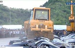 Philippines tiêu hủy xe sang nhập lậu