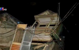 Hòa Bình: Sạt lở làm 4 nhà dân trôi xuống sông Đà