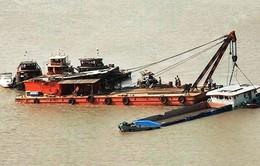 Va chạm giữa tàu chở hàng với sà lan trên sông Sài Gòn, 2 người mất tích