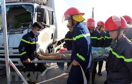 Đà Nẵng: Cứu hộ 2 người bị tai nạn giao thông mắc kẹt trong cabin xe