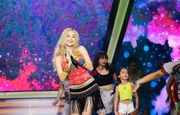 Hà Thu hóa thân thành ca sĩ Shakira thể hiện ca khúc sôi động Waka Waka