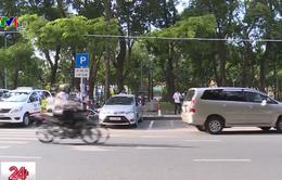TP.HCM: Nhiều lái xe loay hoay với hình thức thu phí đỗ xe mới