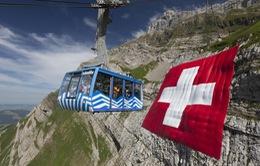Lá cờ khổng lồ mừng ngày Quốc khánh Thụy Sĩ