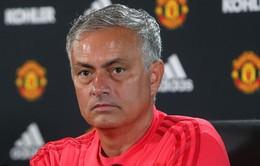 Được phép phá kỷ lục chuyển nhượng, HLV Mourinho tức điên vì hụt trung vệ thép