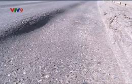 Quốc lộ 1A qua Phú Yên lại xuất hiện hằn lún vệt bánh xe