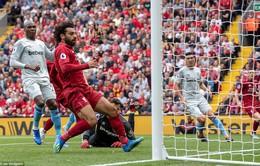 """Salah """"nổ máy"""", Liverpool thắng đậm 4-0 để chiếm ngôi đầu Ngoại hạng Anh"""